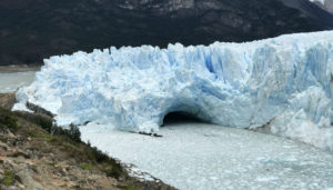 A close-up photo of the ice bridge that dams the southern arm of the lake.